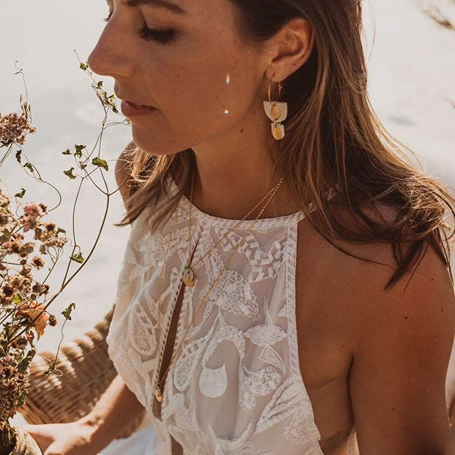 🖤 Bridal line coming your way 04•01•19 🖤 I am so excited to share this fun, elegant, boho, made with love and natural bridal jewellery line with you. The line combines porcelain, moonstones, pearls, textiles and metals. . Great for brides, bridesmaids, flower girls, mob 🖤🖤🖤🖤🖤🖤🖤🖤🖤 Custom orders are always welcome if there is something in particular you are looking for.  #🖤 #👰 #ceramicjewellery  #bohobridal #bridaljewelry #penticton #bohemianbride #ethicallymade #madebyorder #madebyme #bridesmaids #bride #bridesmaidproposal #bridetobe #naturalbride #naturalbrides #naturalbridesmaid #minimalbride #bridaljewellery