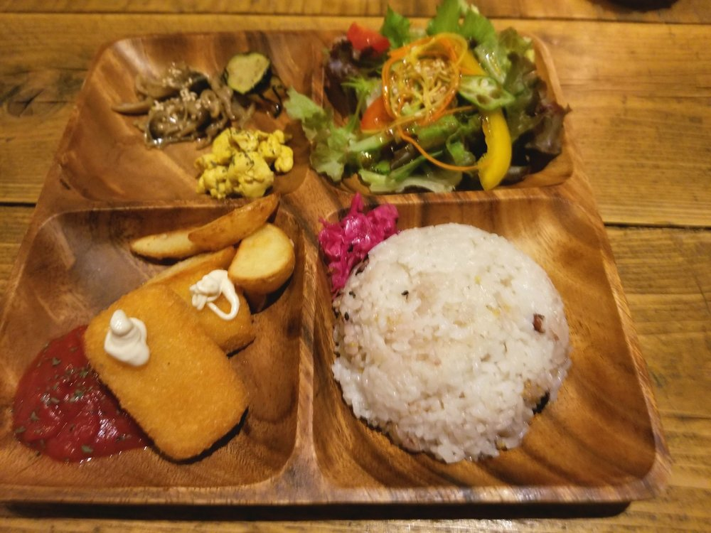 uprooted-traveler-umi-cafe-vegan-guide-to-tokyo