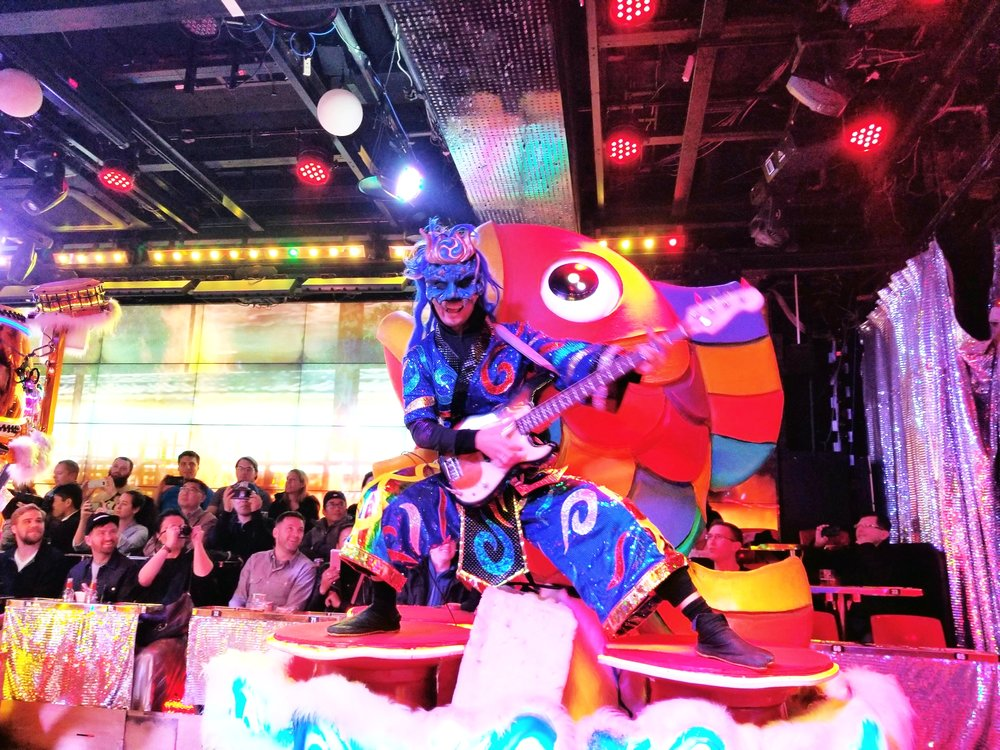 uprooted-traveler-show-robot-restaurant-foolproof-guide-to-tokyo