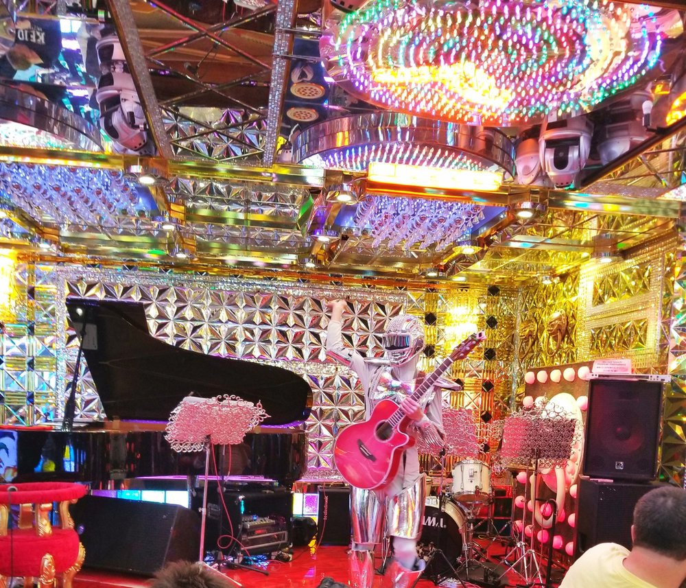 uprooted-traveler-robot-restaurant-with-guitar-foolproof-guide-to-tokyo-american-bar.jpg