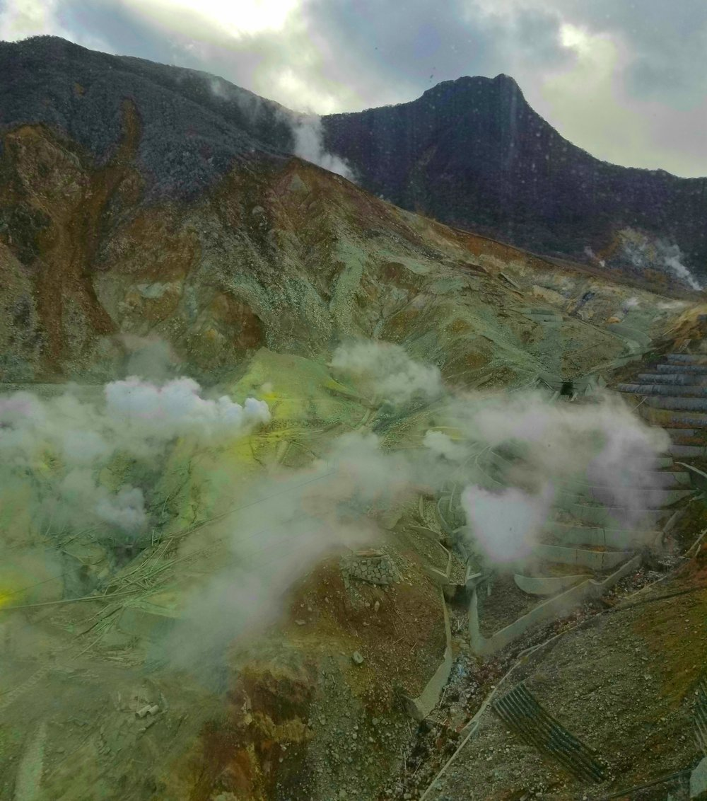 uprooted-traveler-vegan-guide-hakone-volcano-ropeway
