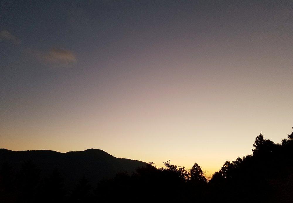uprooted-traveler-vegan-guide-hakone-mount-kamiyama-sunrise