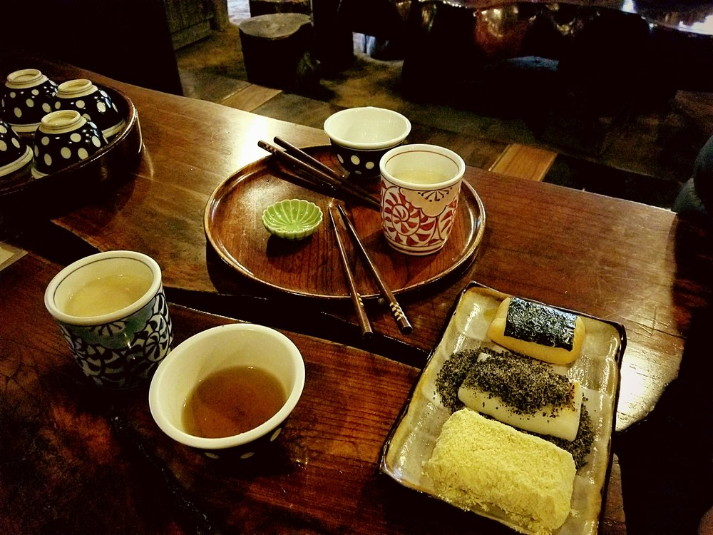 uprooted-traveler-vegan-guide-hakone-Amazake-chaya-Tea-House-mochi