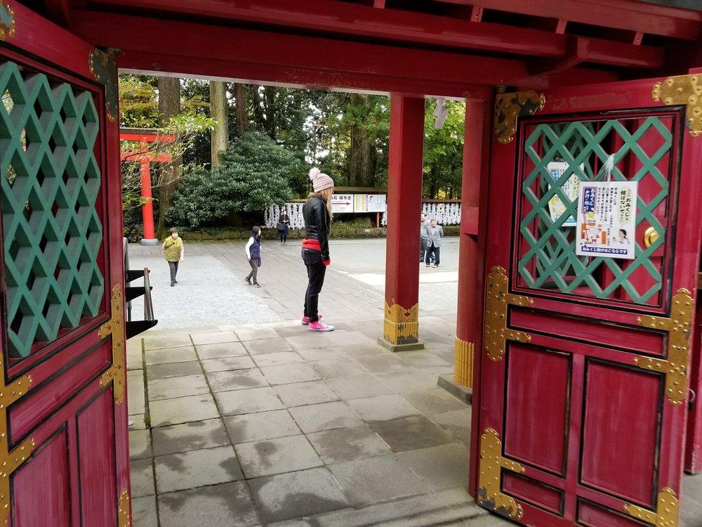 uprooted-traveler-vegan-guide-to-hakone-shrine