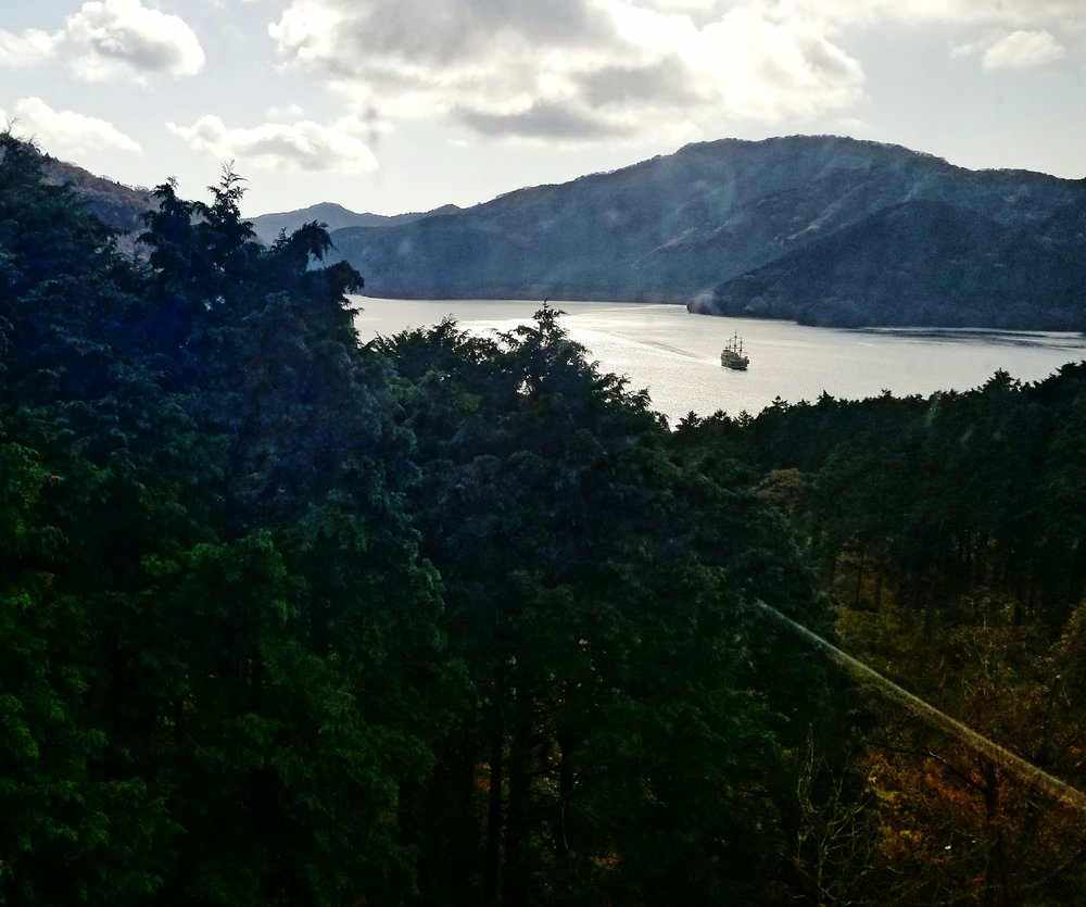 uprooted-traveler-lake-ashi-vegan-guide-to-hakone-mountains