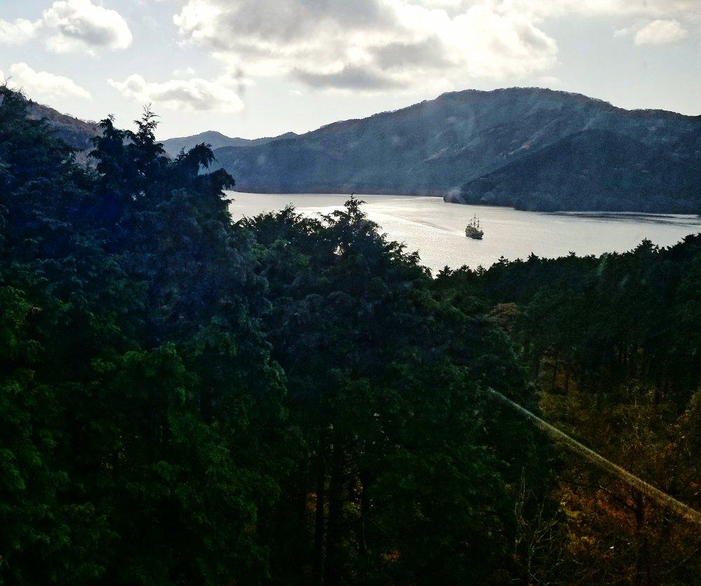 uprooted-traveler-lake-ashi-vegan-guide-to-hakone-mountains