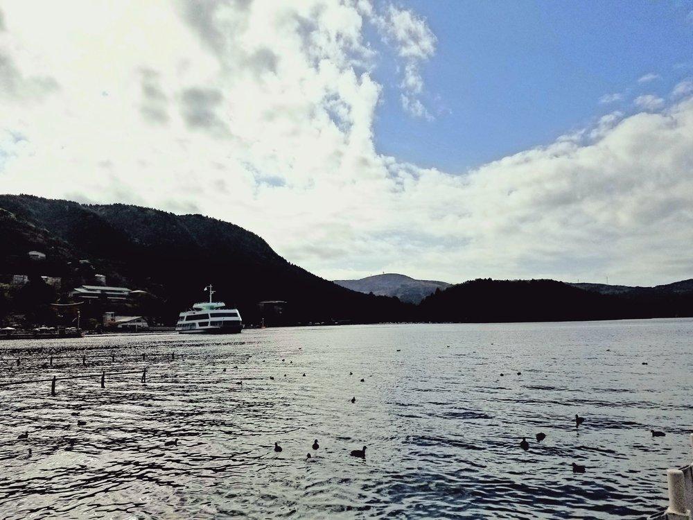uprooted-traveler-lake-ashi-vegan-guide-to-hakone
