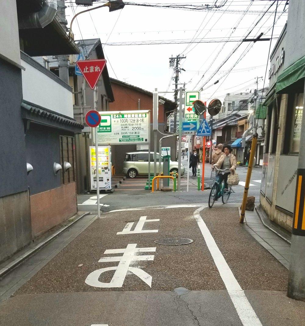 uprooted-traveler-bike-kyoto-random.jpg