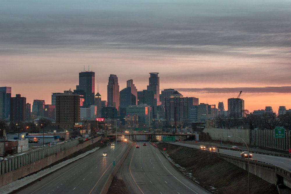 uprooted-traveler-minneapolis-skyline-sunrise.jpg