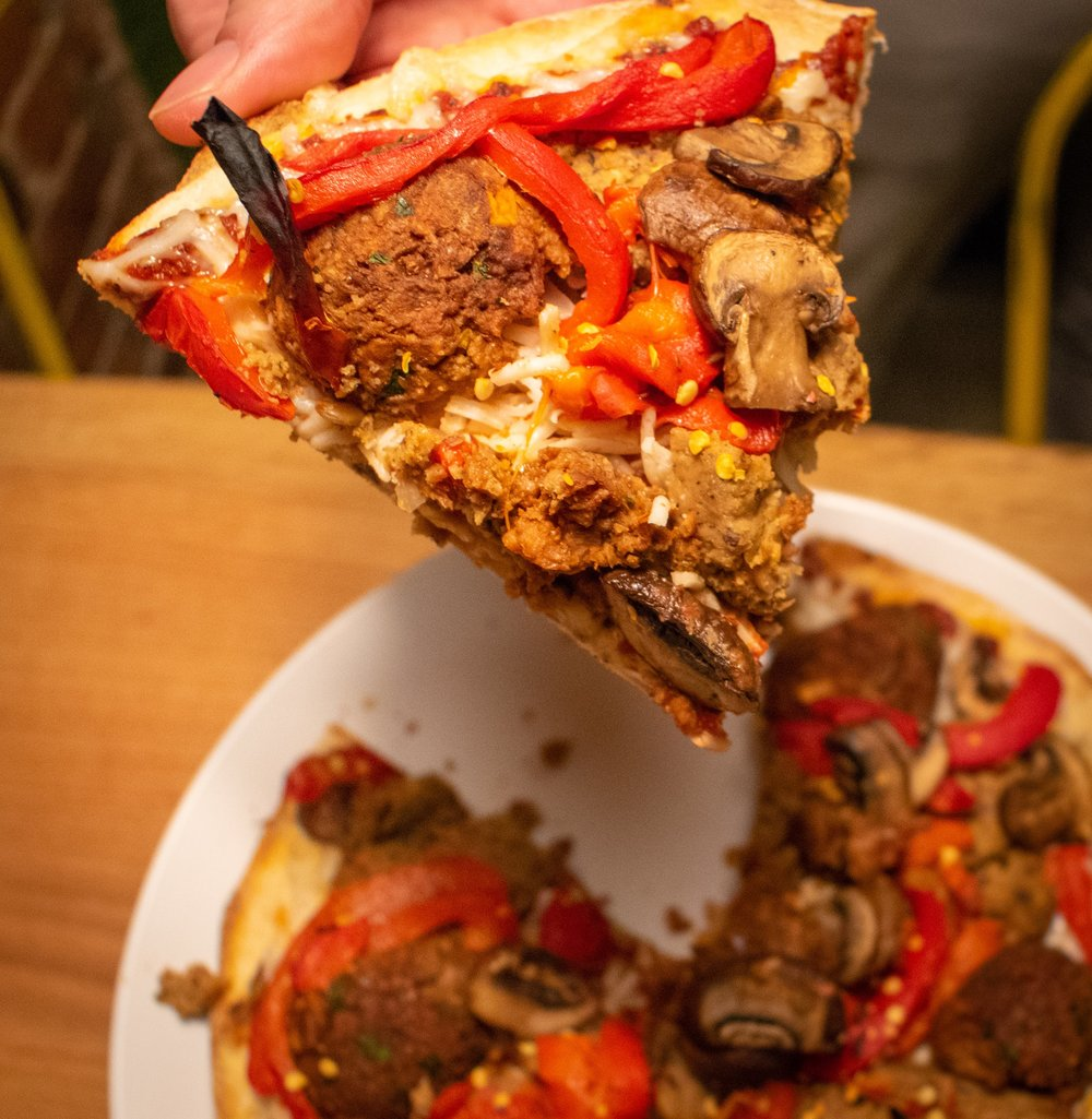 Uprooted-Traveler-Hugo's-Pizzeria-St-Louis-vegan-pizza-pepperoni-meatball.jpg