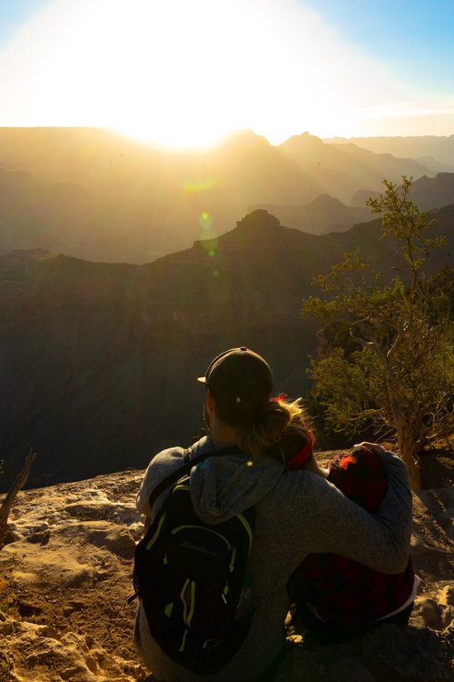 uprooted-traveler-arizona-grand-canyon-sunrise-couple.jpg