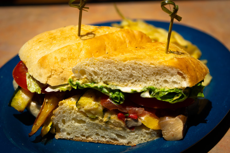 uprooted-traveler-yavapai-lodge-grand-canyon-restaurant-vegan-hummus-sandwich (1).jpg