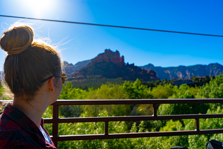 uprooted-traveler-arizona-sedona-creekside-coffee-vegan-road-trip-red-rock.jpg