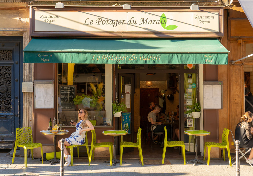uprooted-traveler-paris-potager-du-marais-exterior-sidewalk-cafe.jpg