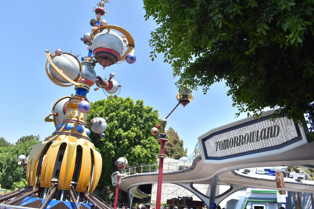 uprooted-traveler-how-to-have-fun-alone-solo-by-yourself-disneyland-california-adventure-tomorrowland.jpeg