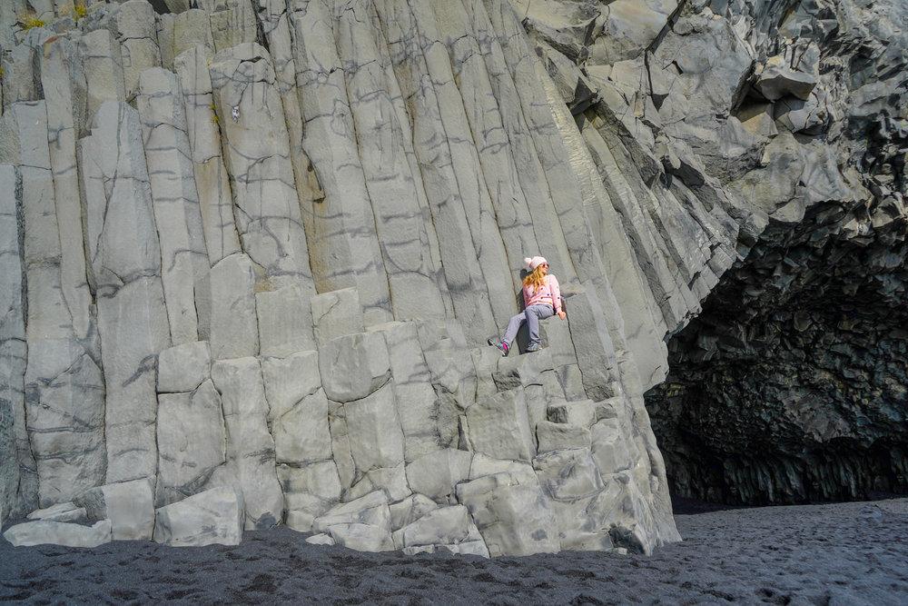 uprooted-traveler-iceland-Reynisfjara-beach-vik-vegan-basalt-column.jpg