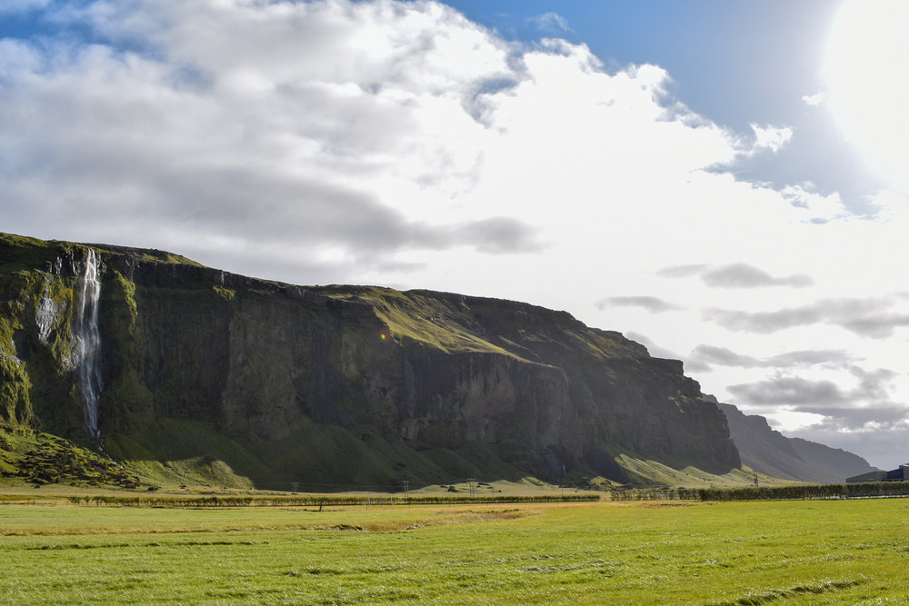 uprooted-traveler-iceland-ring-road-cliffs-vegan.jpg