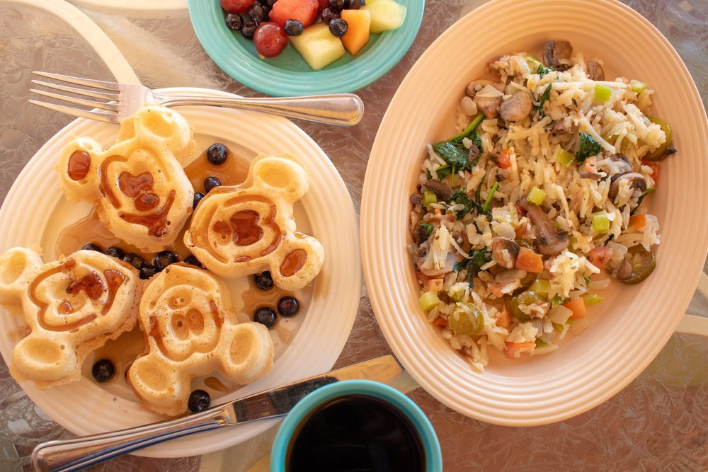 Uprooted-Traveler-Vegan-Disney-Land-veggie-hash-omelet-plaza-inn-vegan.jpg