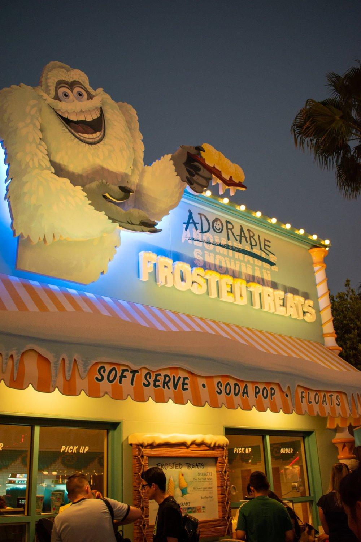 Uprooted-Traveler-Vegan-Disney-Land-adorable-snowman-frozen-treats-pixar-parfait.jpg