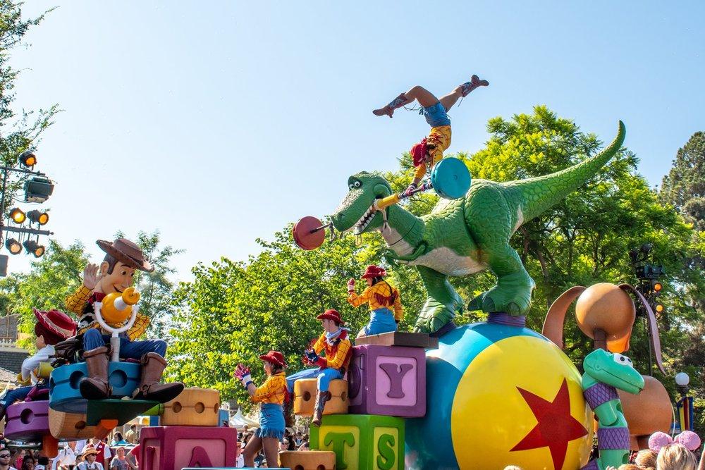 Uprooted-Traveler-Vegan-Disney-Land-9.jpg