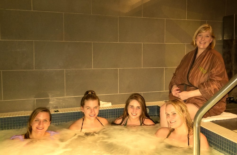 Uprooted-Traveler-How-To-Plan-a-Vegas-Bachelorette-Party-spa-at-the-linq-hot-tub.jpg