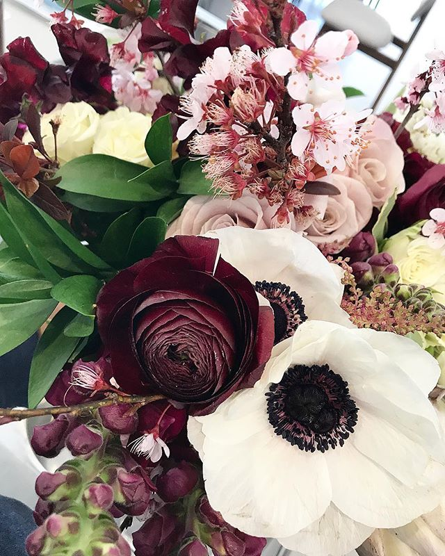 Palette 🎨 // . . . . . #prophire #styling #floraldesign #floristry #flowers #events #parties #engagements #weddings #sydney #lunarandfox