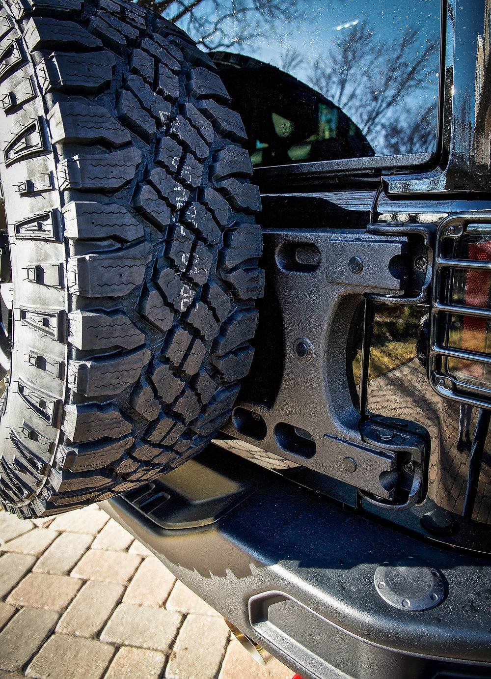 I love how clean and well integrated this carrier is on the Jeep...