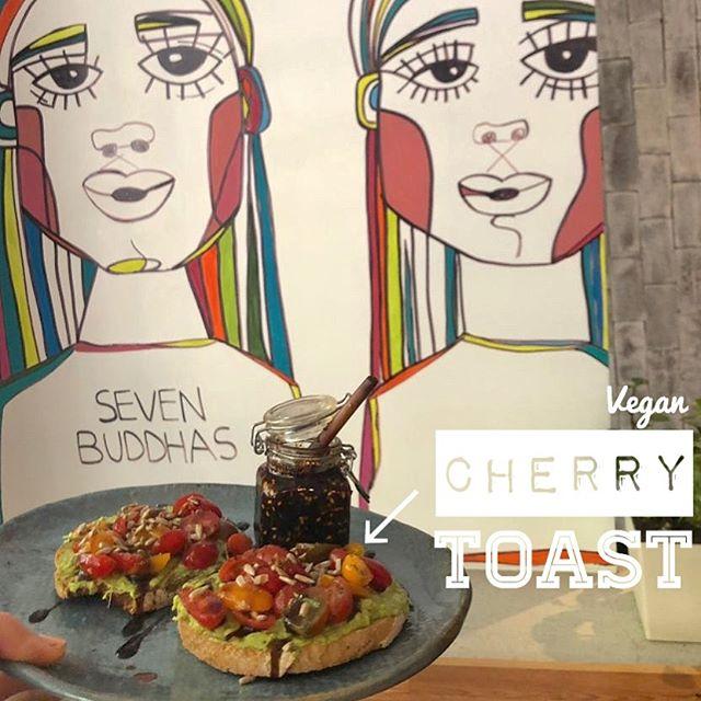 CHERRY TOAST 🍅 en versión vegana! Pídelo con aguacate 🥑 vs queso de cabra 🐐 #healthygangstas