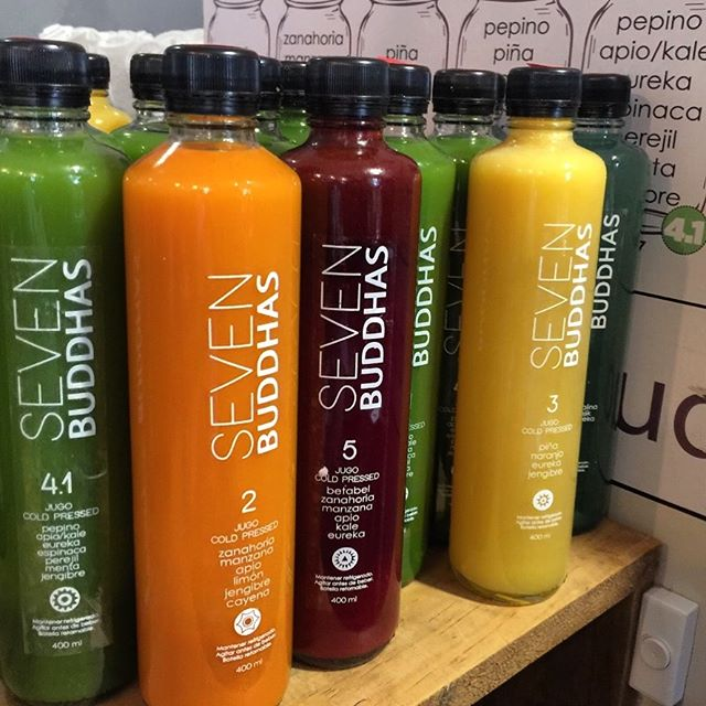 JUGOS PRENSADOS EN FRÍO 💛❤️💚💙💜 de todos los colores y sabores!!! Un kg aprox de frutas y verduras por botella!! Imagínate todos los nutrientes que estás a punto de recibir!!! Qué esperas? #healthygangstas #coldpressed #juice