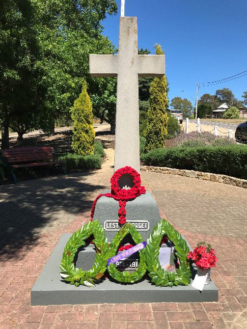 Web-AnzacDay-Wreath.jpg
