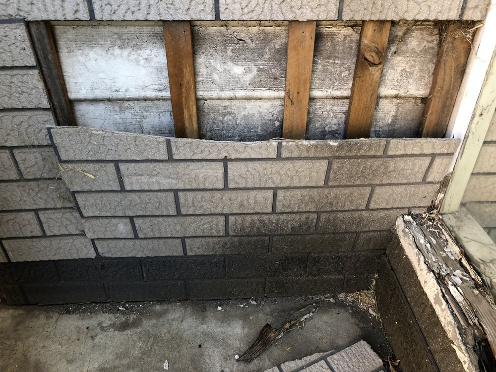 Looks like a brick wall? look closer. This faux-brick asbestos cement sheeting was popular in Victoria in the 50's.