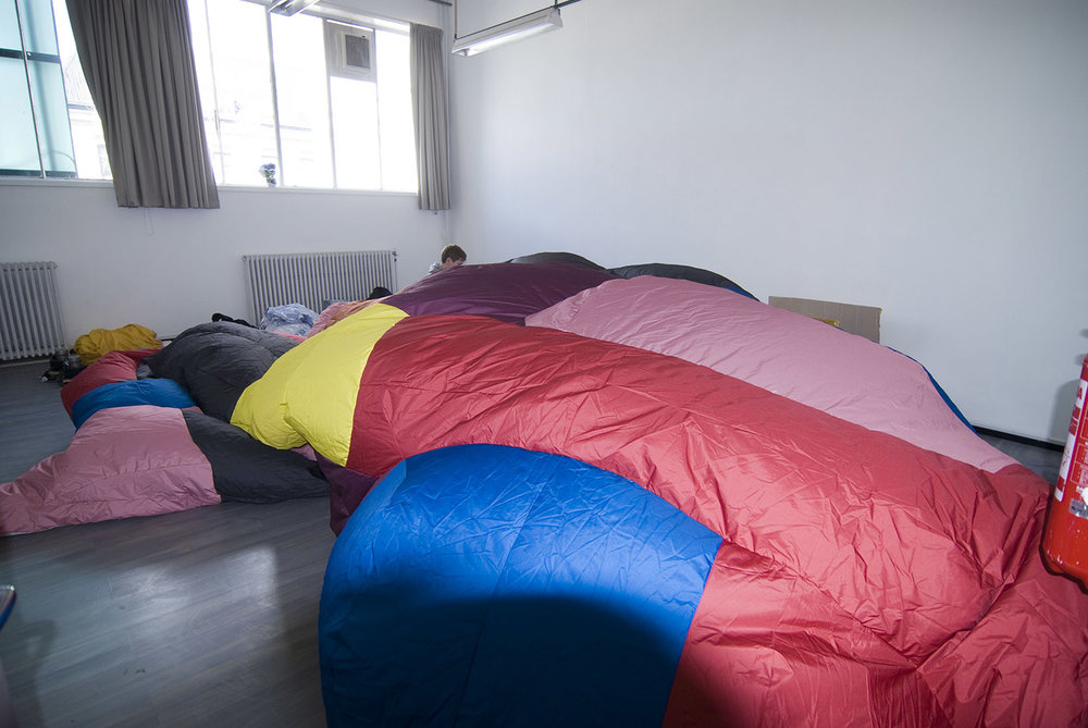 giant-bowl-inflatable-sculpture-46.jpg