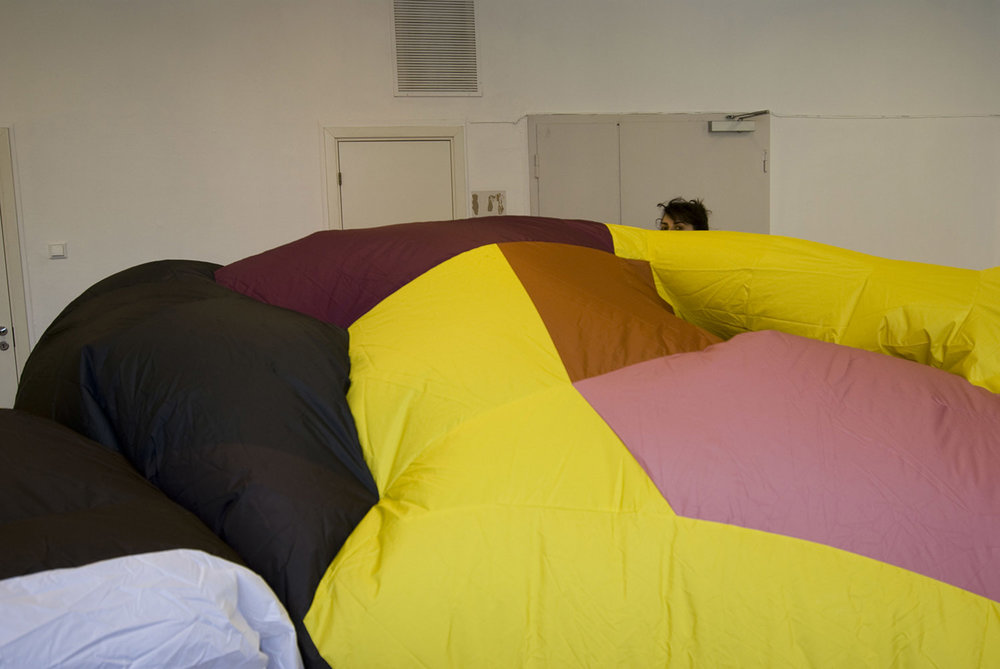 giant-bowl-inflatable-sculpture-48.jpg