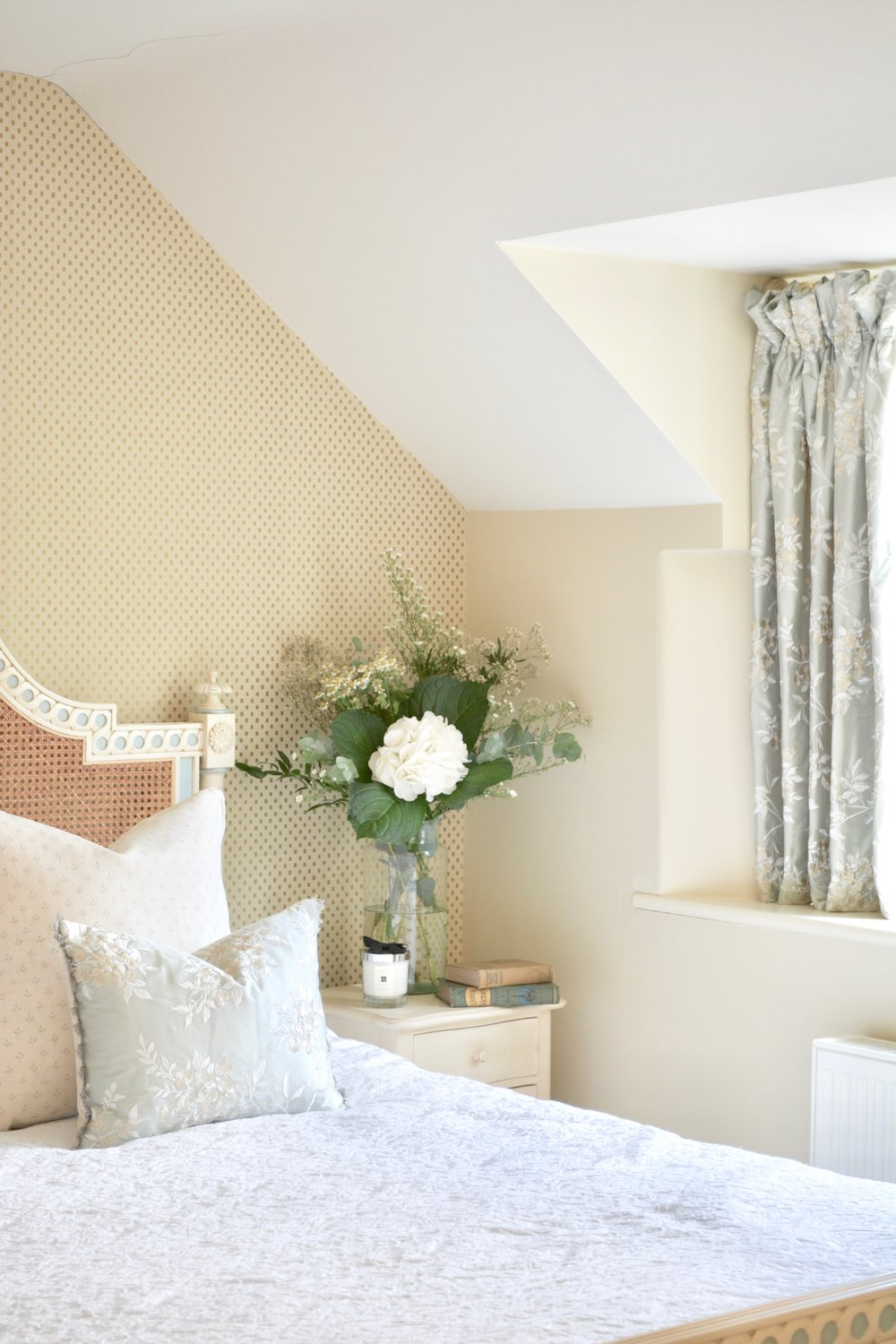 Country Cottage Bedroom Designed by Hannah Llewelyn Interior Design www.hlinteriors.co.uk.jpg