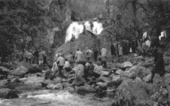 Filming Rob Roy (1953) at the Black Linn