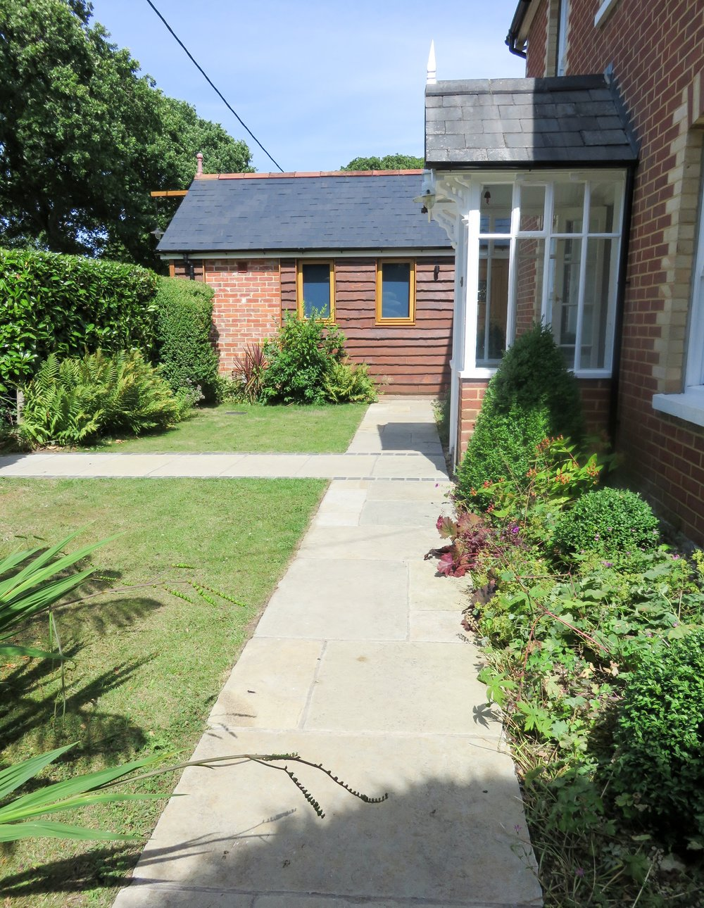 New Forest Village, Front Garden Paving