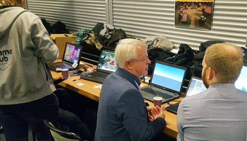 Norddjurs Kommunes Borgmester Jan Petersen sammen med nogle af vores spiludviklere
