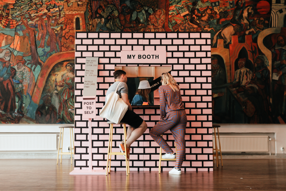 Think outside the booth - Or how to design it to stand out, with less buck and all the bang