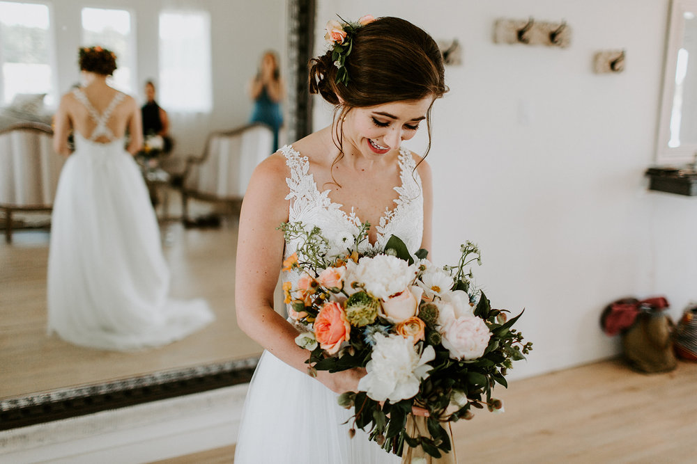 Flattering yet striking design. - I take great joy in providing a level of service that leaves you free to enjoy your engagement and culminates in an exquisite arrangement that uniquely celebrates your happiness.