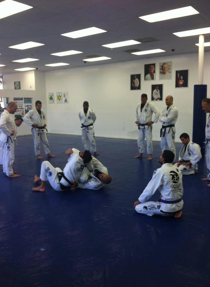 gracie-morumbi-masters-club-jiu-jitsu-training