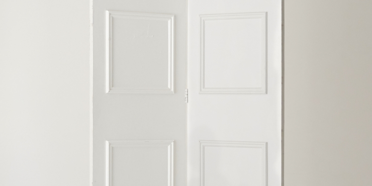 Hinged Wall with Molding