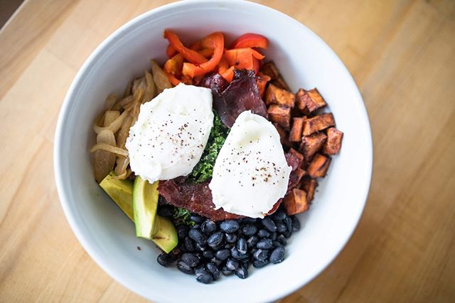 Breakfast honestly just tastes better in a bowl #breakfastbowl #sweetpotato #eggs #morning 🥚🍳 // Sweet potato, black beans, balsamic kale, forbidden red rice, avocado and MORE @lwwphoto