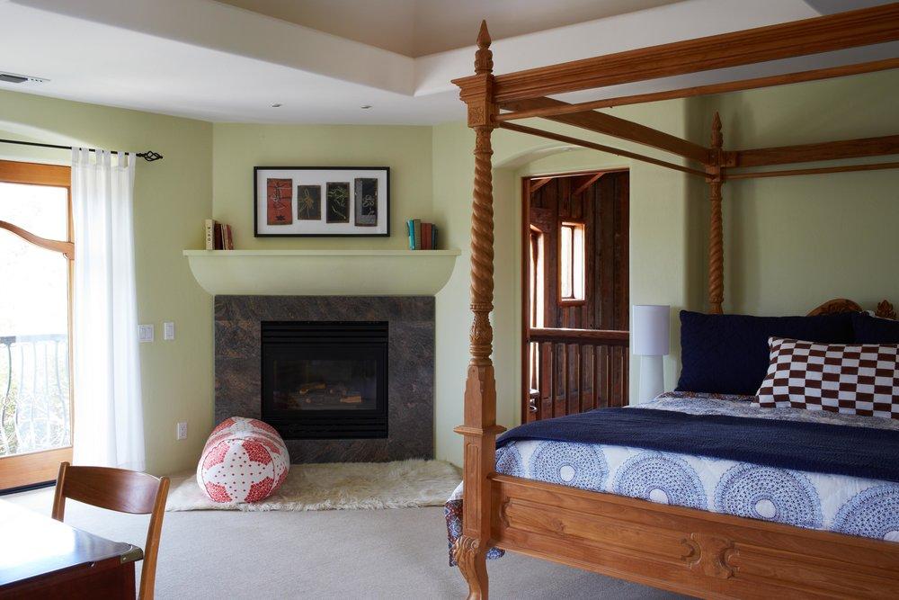 InnParadiso_Carlo.fireplace.jpg