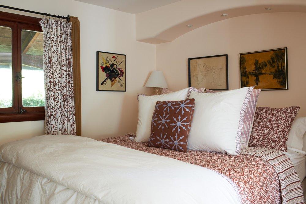 InnParadiso_octavio.bed.jpg