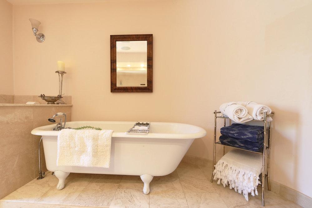 octavio.bath.jpg
