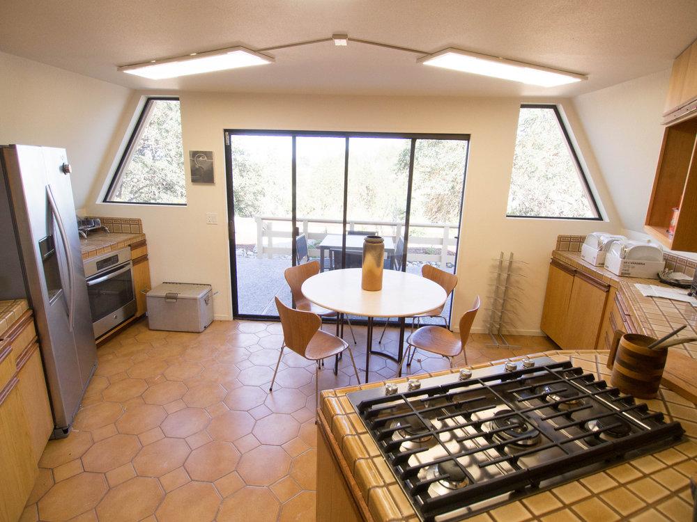 dome.kitchen.jpg