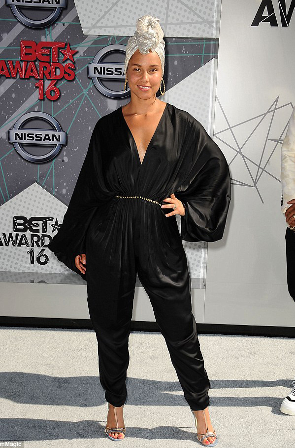 Alicia Keys wears Hyacinth