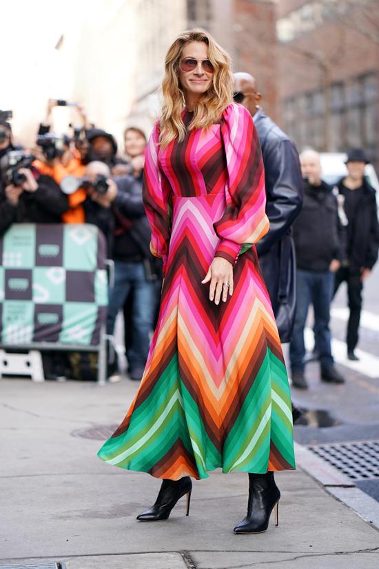 Julia Roberts wears Maud