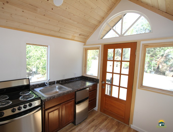 country-cabin-tiny-house-7.png