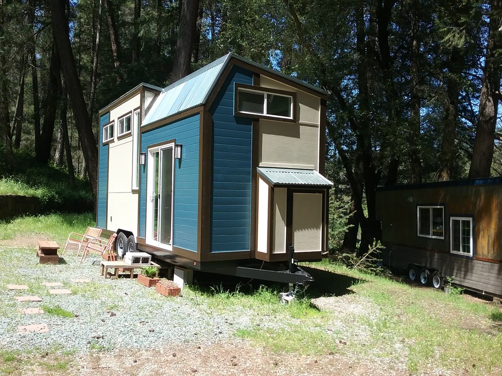 Handcrafted Modern Tiny Home 14.jpg